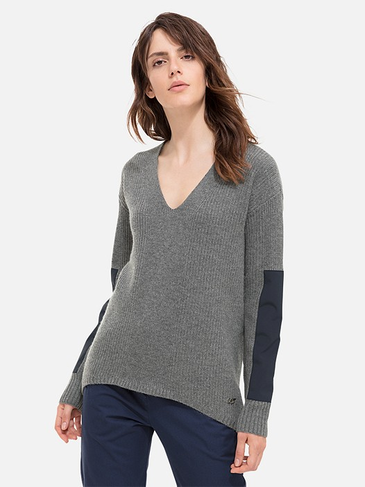 FALA V1.Y1.02 Cashmere Blend Jumper grey / melange Model shot Alpha Tauri