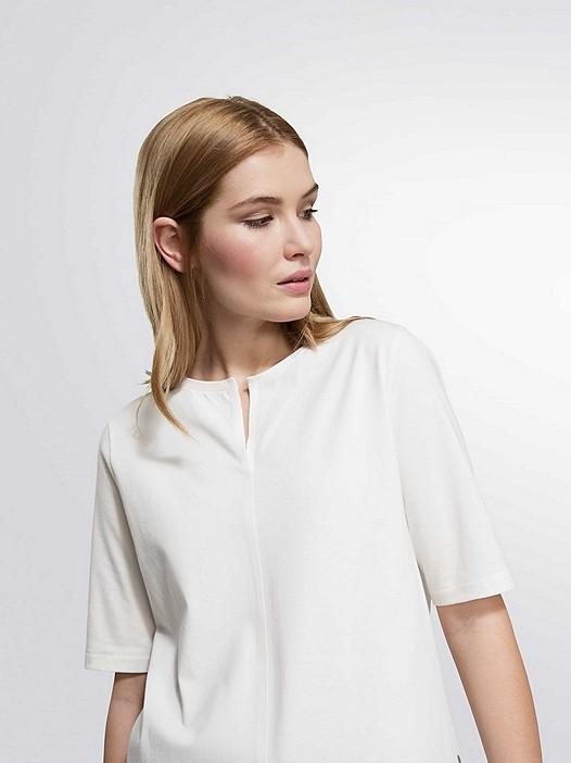 JARI V1.Y1.02 Slot-neck T-shirt white Model shot Alpha Tauri