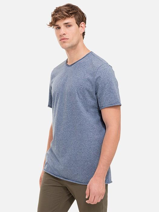 JONA V1.Y2.01 Raw V-Neck T-Shirt blue Model shot Alpha Tauri