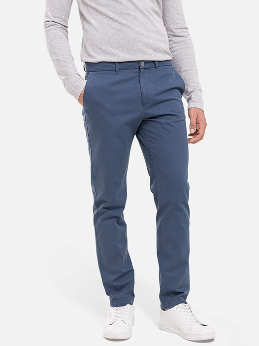 PARO V1.Y2.01 Cotton Chinos navy Model shot Alpha Tauri