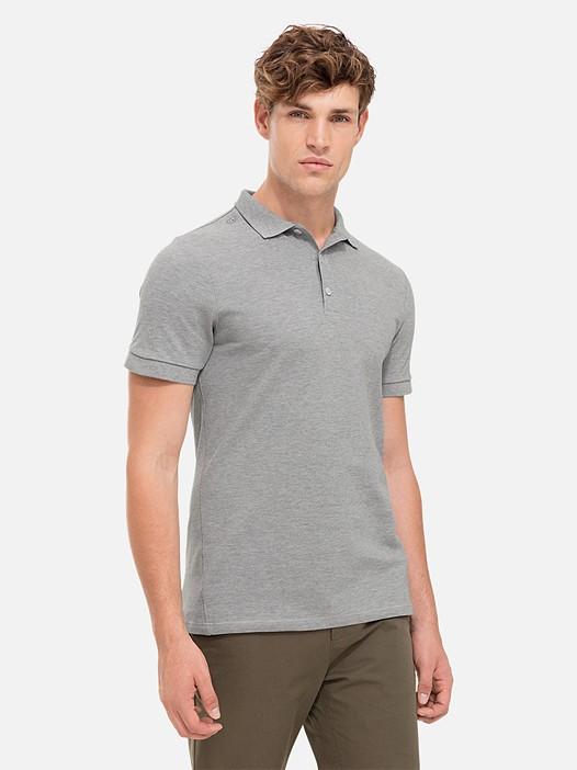 JINX V1.Y2.01 Poloshirt mit Waschung grey / melange Model Foto Alpha Tauri