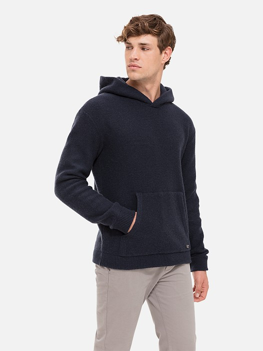FIET V1.Y2.02 Cashmere Hoodie with Pocket navy Model shot Alpha Tauri