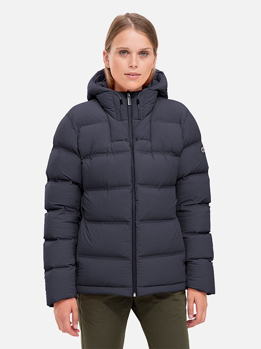 OTAC V1.Y2.02 Short Primaloft® Winter Jacket navy Model shot Alpha Tauri