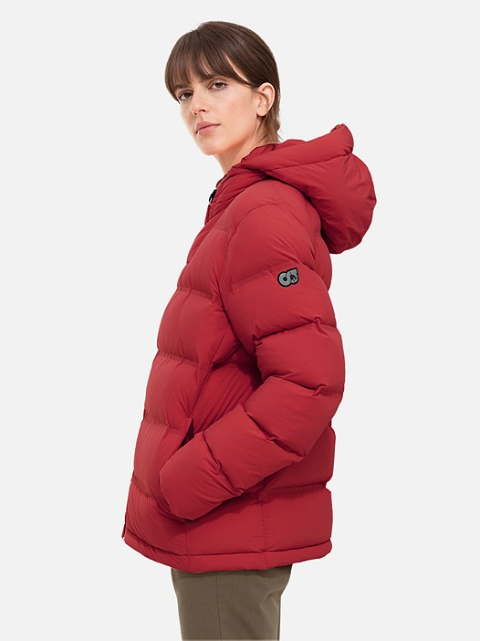 OTAC V1.Y2.02 Short Primaloft® Winter Jacket red / other Model shot Alpha Tauri