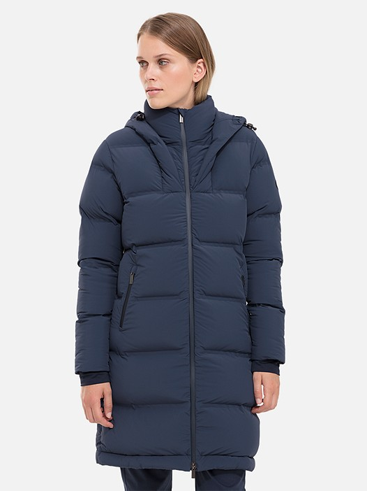 OVES V1.Y2.02 Long Primaloft® Coat navy Model shot Alpha Tauri