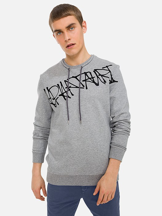 SEEQ V2.Y3.01 Graffiti-Print Sweater mit Taurex® Technologie grey / melange Model Foto Alpha Tauri