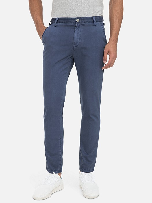 PARO V3.Y3.01 Classic Chino Trousers with Stretch blue Model shot Alpha Tauri