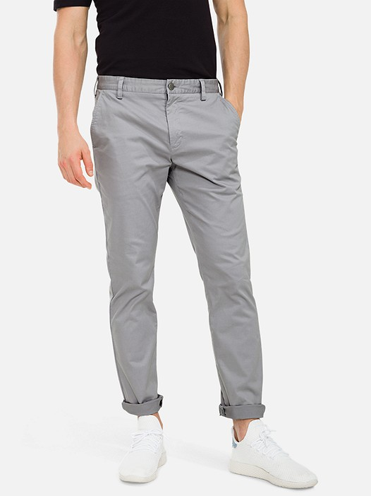 PARO V3.Y3.01 Classic Chino Trousers with Stretch light grey Model shot Alpha Tauri