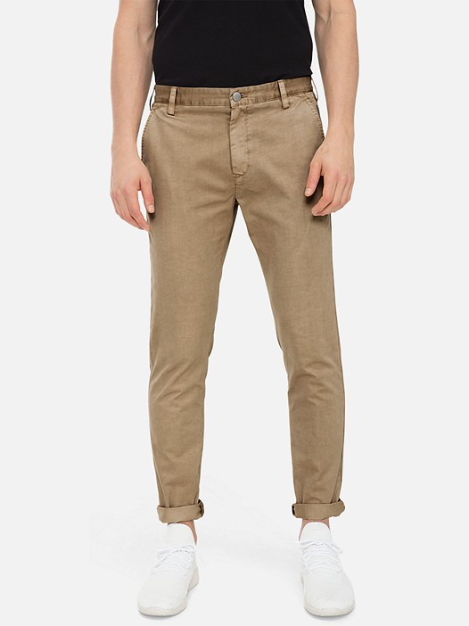 PARO V3.Y3.01 Classic Chino Trousers with Stretch beige - sand Model shot Alpha Tauri