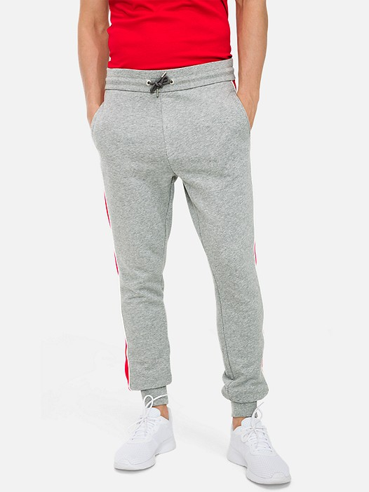PRYK V4.Y3.01 Colour-Block Slim Fit Jogginghose grey / red Model Foto Alpha Tauri