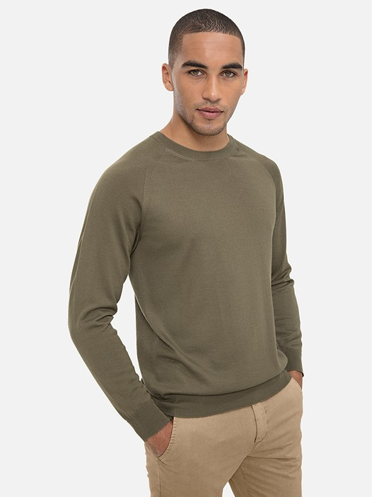 FINAV V1.Y3.01 Seamless 3D-Knit Merino Jumper khaki Model shot Alpha Tauri