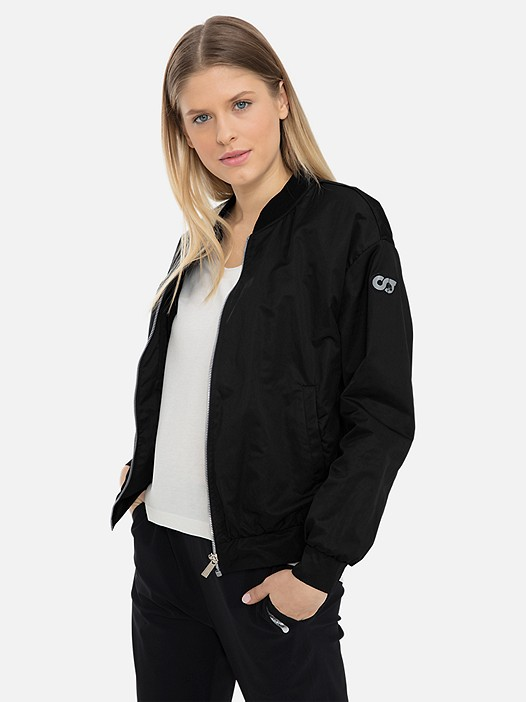 OUMU V1.Y3.01 Women's Bomberjacket black Model shot Alpha Tauri