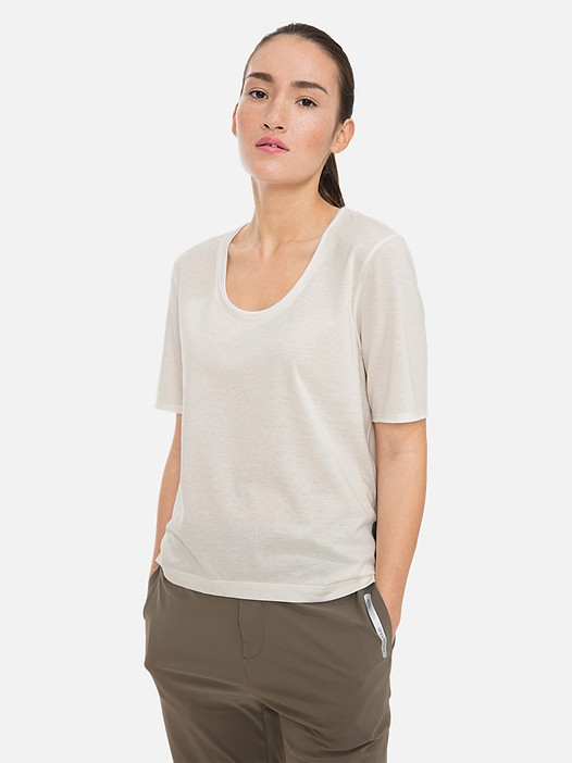JUTEN V1.Y3.01 Lightweight T-Shirt with Taurex® Technology offwhite Model shot Alpha Tauri