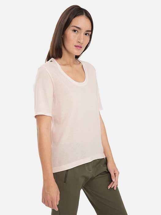 JUTEN V1.Y3.01 Lightweight T-Shirt with Taurex® Technology rose Model shot Alpha Tauri