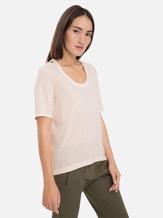 JUTEN V1.Y3.01 Lightweight T-Shirt with Taurex® Technology rose Model shot Alpha Tauri