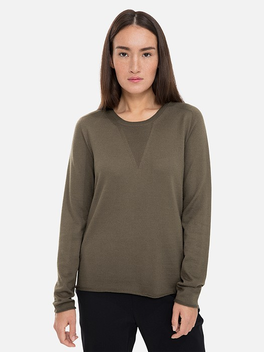 FINATS V1.Y3.01 Seamless 3D-Knit Merino Jumper khaki Model shot Alpha Tauri