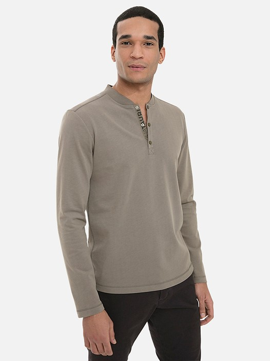 JIHO V4.Y3.02 Long-Sleeved Henley Shirt with Taurex® khaki Model shot Alpha Tauri