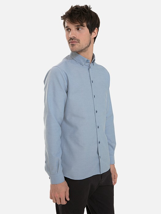 WIDT V7.Y3.02 Classic Oxford Shirt light blue Model shot Alpha Tauri