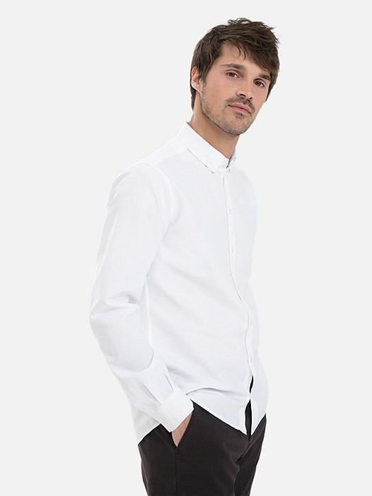 WIDT V7.Y3.02 Classic Oxford Shirt white Model shot Alpha Tauri