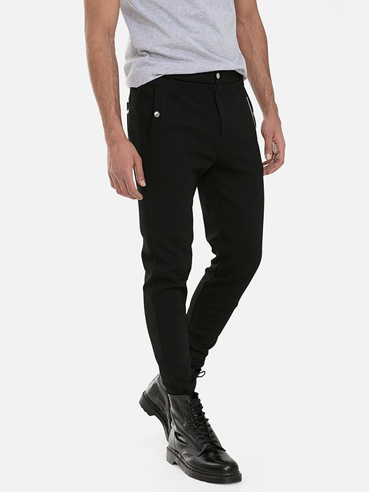 PRYK V4.Y3.01 Classic Slim-Fit Sweatpants black Model shot Alpha Tauri