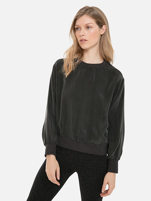 WIRAP V1.Y3.02 Cupro Blouse with Elastic Hem black Model shot Alpha Tauri