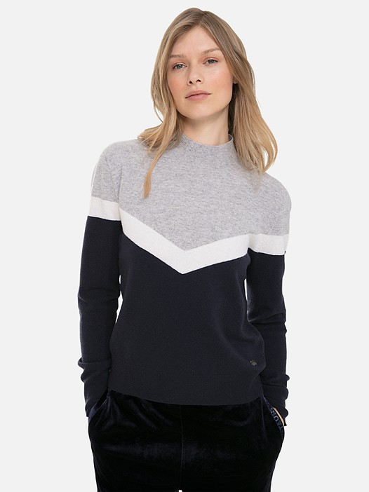 FIRIK V2.Y3.02 3D Knit Cashmere-Blend Colour-Block Sweater navy / other Model shot Alpha Tauri
